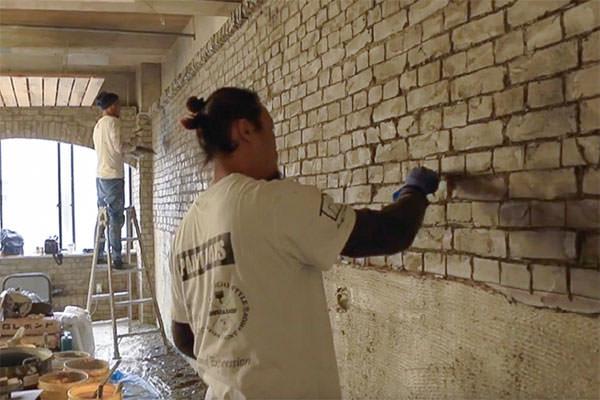 デザインコンクリートで装飾される壁